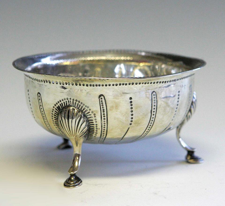 A George III Irish silver sugar bowl, by Matthew West, Dublin 1783,