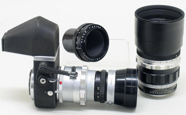 Leica camera lenses comprising a chrome Summaron f3.5/35mm lens No. 1554932 and others.  (qty)