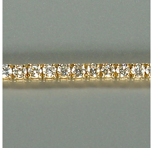 50101300023 A ladies 18ct. yellow gold diamond-set bracelet, diamonds approx. 4.70ct. total