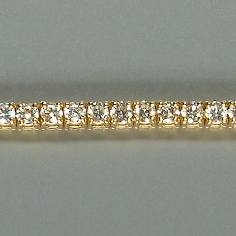 50101300023 A ladies 18ct. yellow gold diamond-set bracelet, diamonds approx. 4.70ct. total