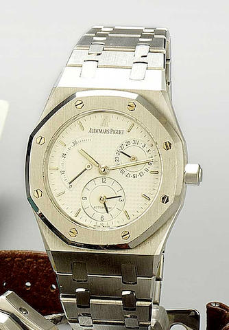 Audemars Piguet. A stainless steel automatic dual time calendar watch with power reserve  Royal Oak, No.777, recent