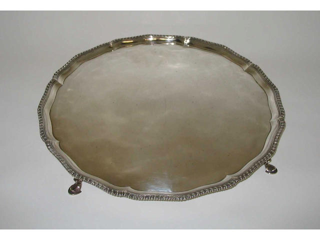 A George III salver Probably by Thomas Wallis II, 1784,