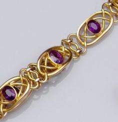 An amethyst bracelet (2)