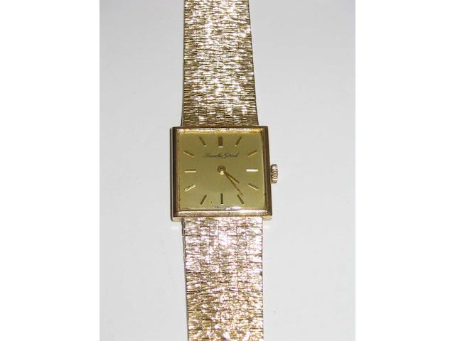 Beuche Girod: a mid-size 9 carat gold wristwatch,