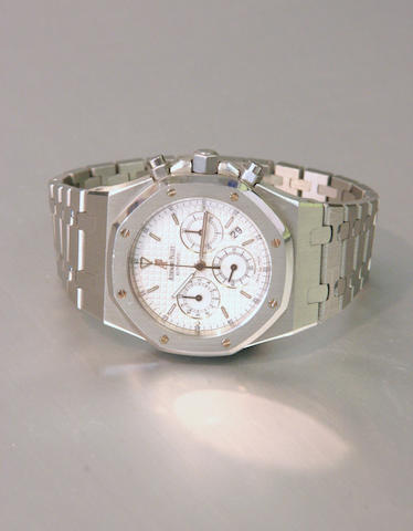 Audemars Piguet. A stainless steel automatic calendar chronograph bracelet watch Royal Oak, No.4882, 2004