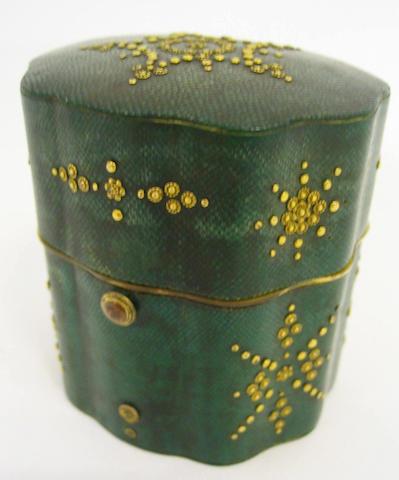 A fine late 18th century shagreen and gilt pique etui