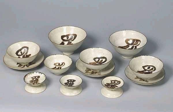 Dame Lucie Rie a twelve piece Rijstaffel Set, circa 1956 Diameter of dish 5.25in. (13.5cm) Diameter of smallest bowl 3.75in. (9.5cm)