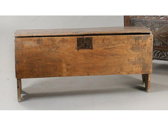 An early 18th Century elm six plank coffer