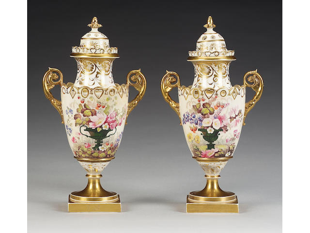 A pair of English porcelain vases and covers, circa 1815-20,