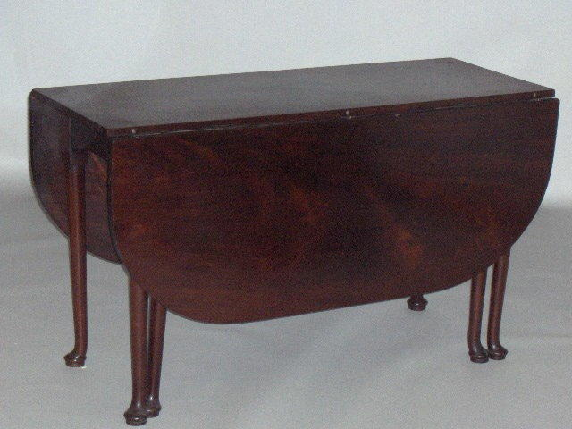 A mahogany extending dining table,