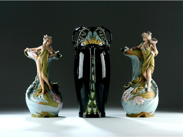 Pair dux figures