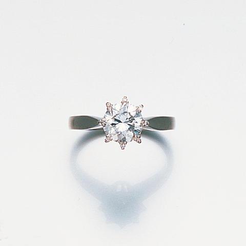 A diamond-single stone ring