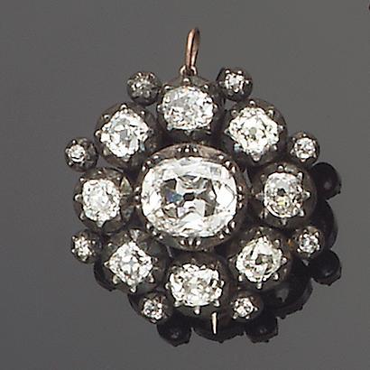An early 19th century diamond pendant/brooch