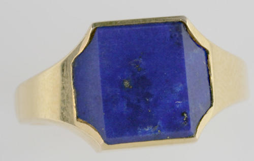 Kutchinsky: An 18ct gold lapis lazuli set signet ring