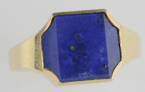 Kutchinsky: An 18ct gold lapis lazuli set signet ring