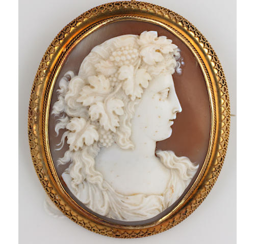 A late 19th Century oval shell cameo brooch,