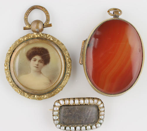 A collection of antique and later jewellery
