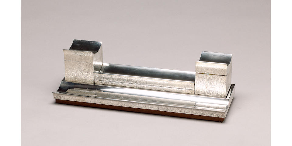 CHRISTOPHER NIGEL LAWRENCE : A silver inkstand, London 1973,