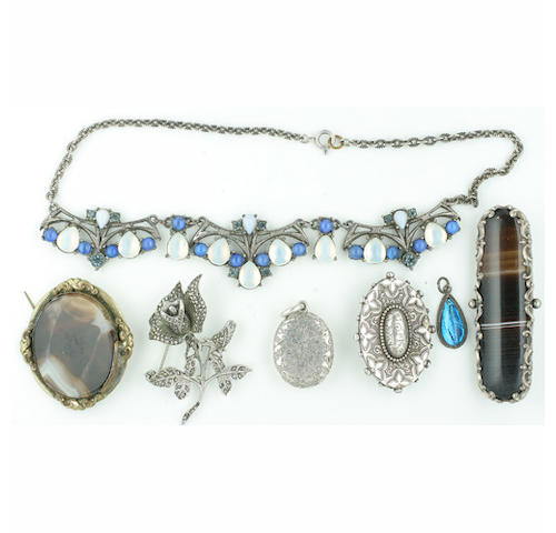 A selection of assorted jewellery, (quantity)