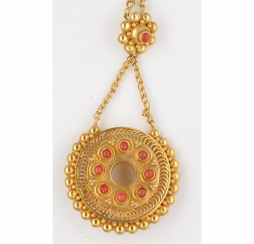 A coral set brooch/pendant,
