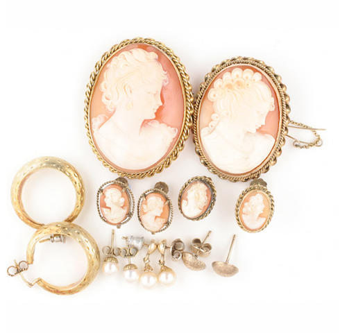 Two oval shell cameo brooches,