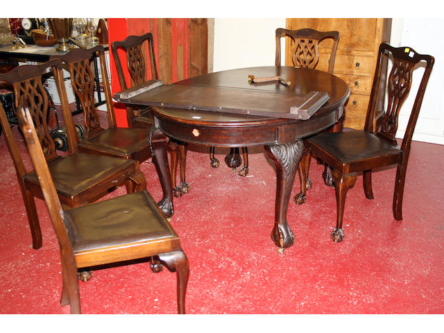 An early 20th Century mahogany dining table