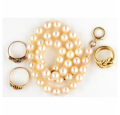 A single row uniform cultured pearl necklace, (4)