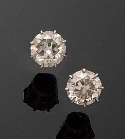 A pair of brilliant-cut diamond earstuds