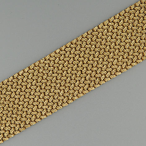 An 18 carat gold bracelet,
