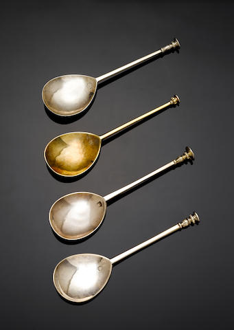 A James I silver  seal top spoon, by Daniel Cary, London 1622,