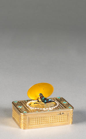 A small Fréres Rochat two colour gold singing bird box, Swiss, 1809-1819,
