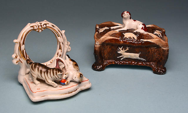 A hunting pinbox modelled with a recumbent spaniel