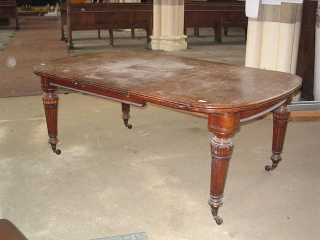 A Victorian extending dining table