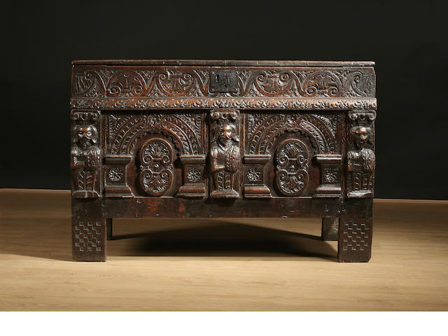 A good and small late 16th/early 17th Century oak coffer