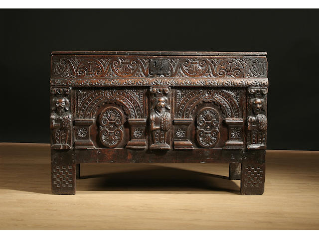 A good and small late 16th / early 17th Century oak coffer