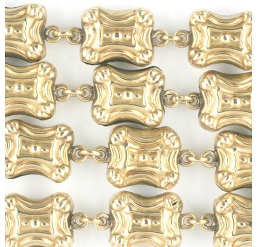 A gold clasp, circa 1840s (2)
