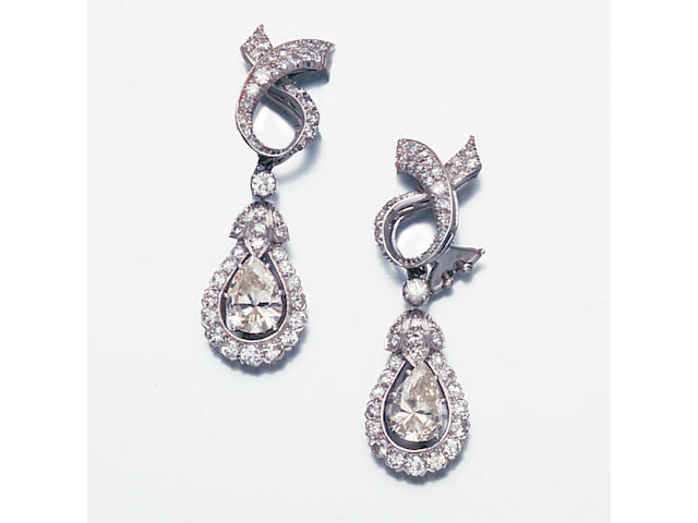 A pair of diamond pendent earclips