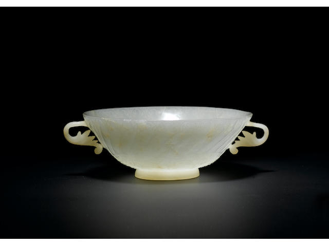 A fine Mughal handled jade Bowl India, 18th Century
