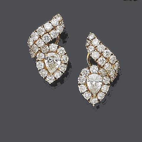 A pair of diamond earrings, by Dianoor