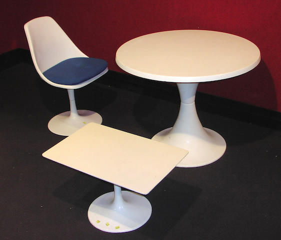 In the style of Eero Saarinen, A 'Tulip' dining table and four chairs