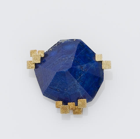 A lapis lazuli and gold brooch,