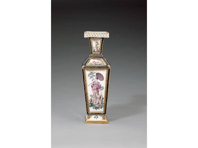 A Chelsea vase circa 1760
