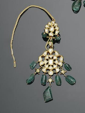 An Indian diamond-set and emerald enamelled gold Necklace and Earrings (3)