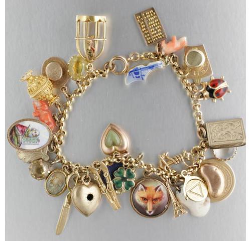 An 18ct gold curb-link bracelet (3)