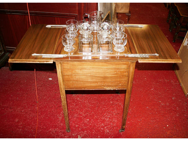 An Edwardian mahogany drinks table