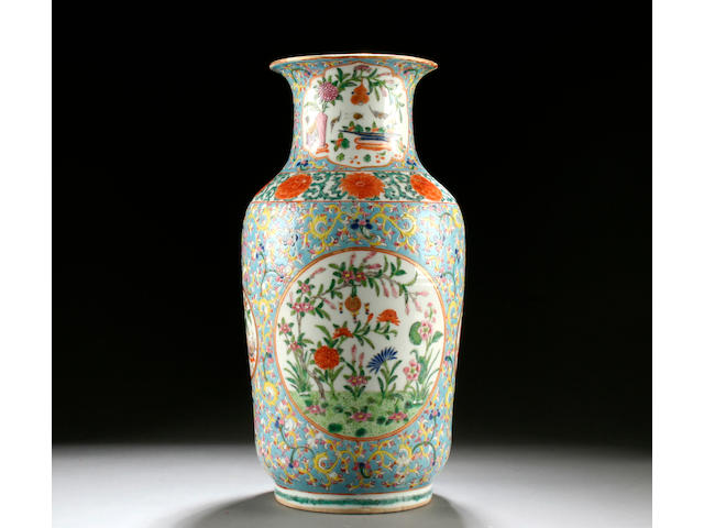 A famille rose vase, 19th/20th Century