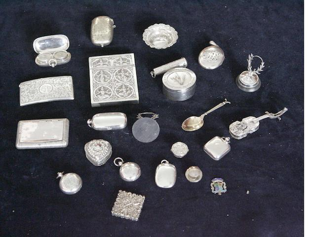 A collection of small silver Items