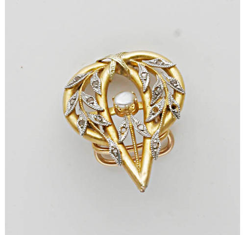 A collection of brooches, (23)