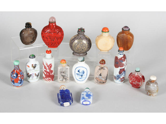 Sixteen various Chinese snuff bottles