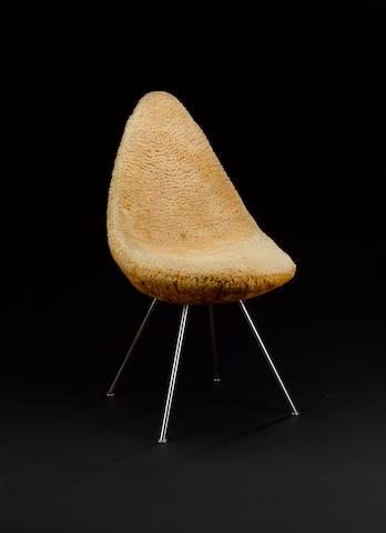 Arne Jacobsen ofr Fritz Hansen, a drop chair designed 1958 raised on chrome plated steel legs